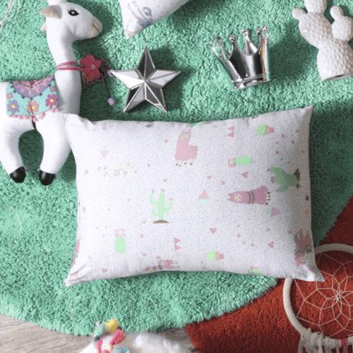 Travesseiro-Infantil-Altenburg-Love-Lhama-Ambientada