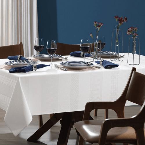 Toalha-de-Mesa-180-x-180-Karsten-Sempre-Limpa-Venturini-Branca-Ambientada