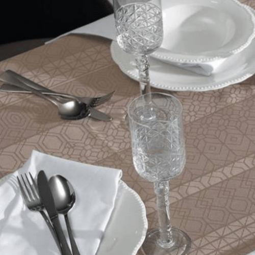 Toalha-de-Mesa-160-x-220-Karsten-Sempre-Limpa-Venturini-Castanho-Detalhe