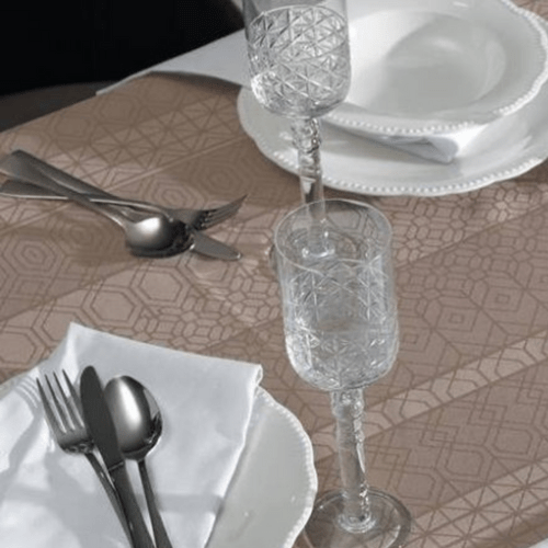 Toalha-de-Mesa-180-x-180-Karsten-Sempre-Limpa-Venturini-Castanho-Detalhe