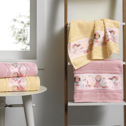 Toalha-de-Banho-Infantil-Karsten-Encantada-Rosa-Tutu-60145-Ambientada